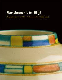 ELIENS, TITUS M.: - Aardewerk in Stijl: de geschiedenis van Potterie Kennemerland (1920-1942).